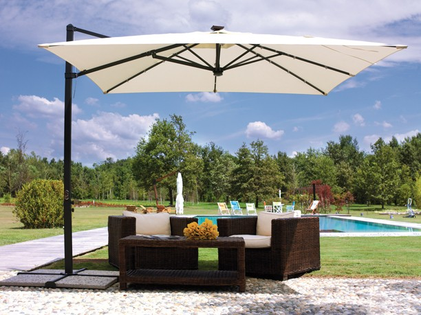 Outdoor-LED-Lights-Umbrellas-Solar-Energy-1