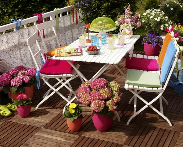 balcony-designs-decorating-with-flowers-plants-2