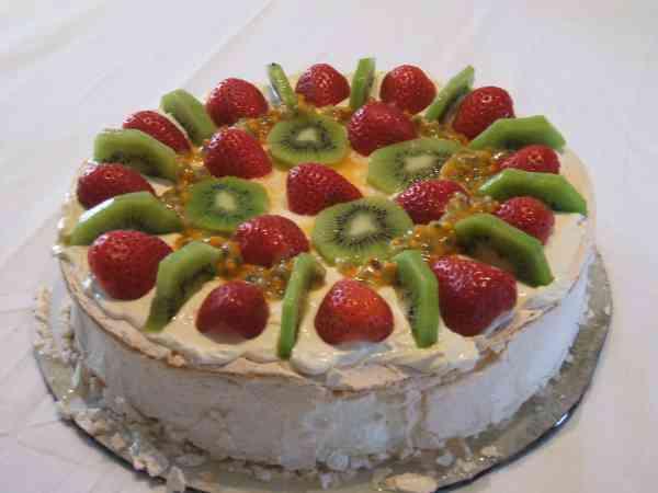 Pavlova_dessert__1421195189_110.143.20.67